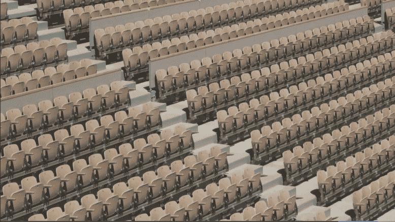 Les sièges en contreplaqué de châtaigner - fabriqués en France - qui équipent déjà le Suzanne-Lenglen seront installés cet été.